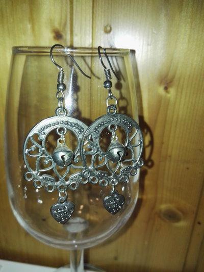 orecchini in metallo