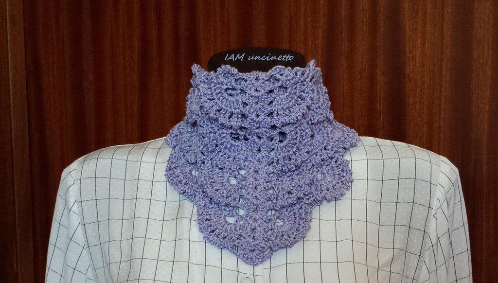 Bandana color lavanda in viscosa e cotone all'uncinetto