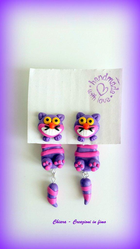Orecchini da lobo in fimo handmade con lo Stregatto miniature idee regalo amica compleanno