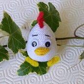 Galletto uovo amigurumi fatto a mano all'uncinetto