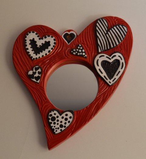 Specchio cuore rosso. Terracotta. Pezzo unico. Dim. 20 x 17,5 x 1 cm. .