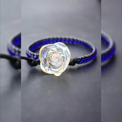 Spostano il braccialetto, Avvolto, braccialetto blu