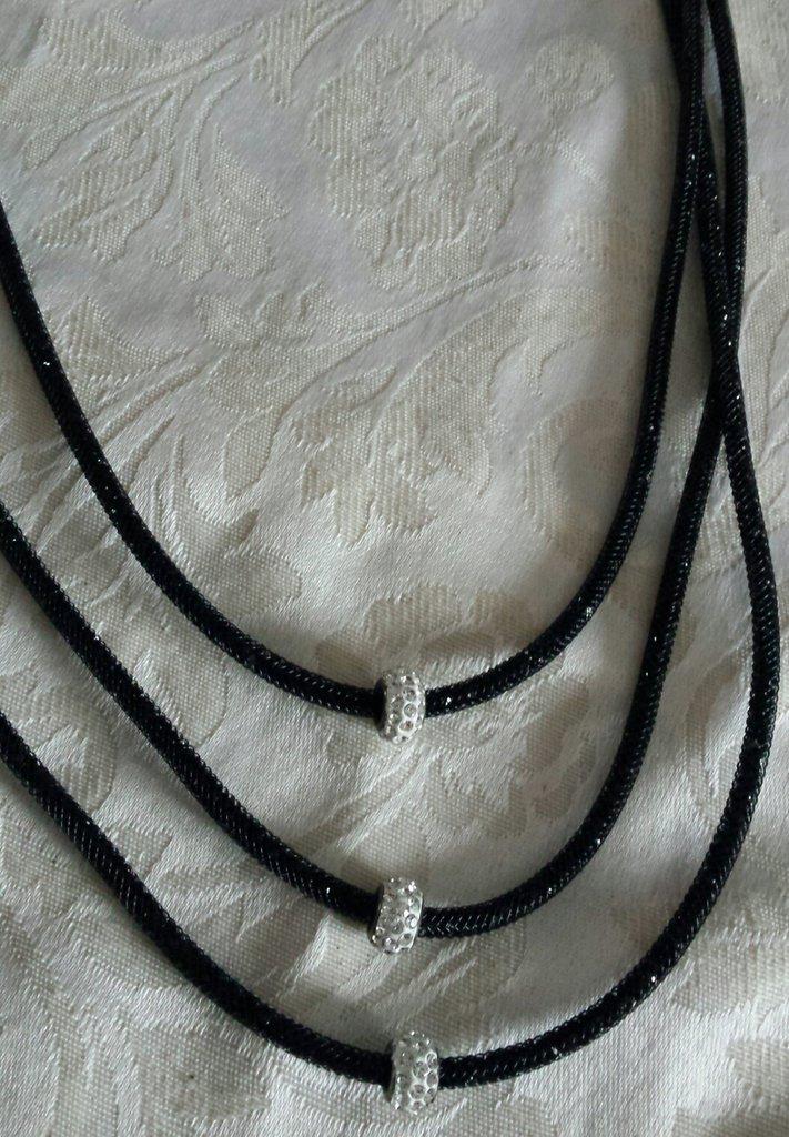 Collana stile Stardust 3 fili sottili neri con strass