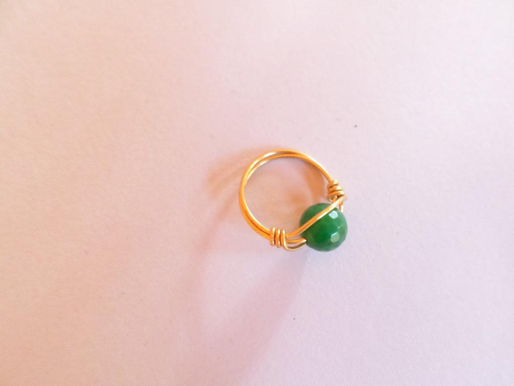 anello donna tono oro con pietra giada verde