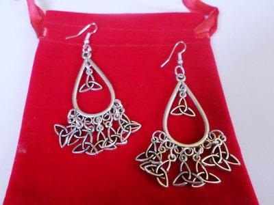 orecchini witch con triquetra