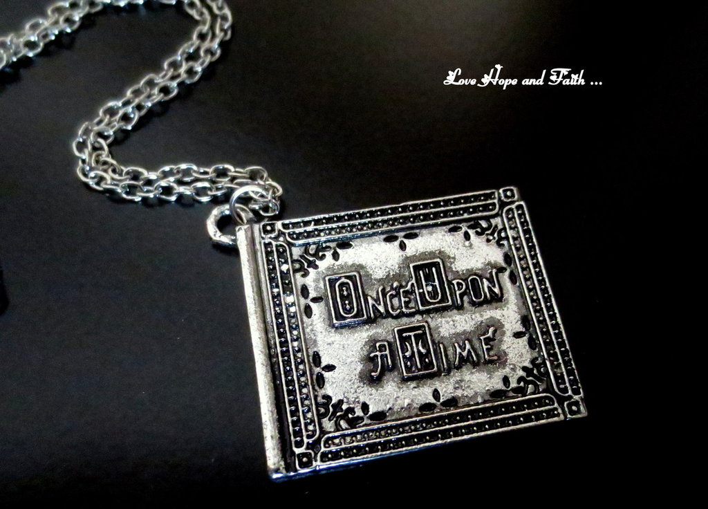 """Charm """"Once upon a time"""" color argento (30x25mm) (cod. new)"""