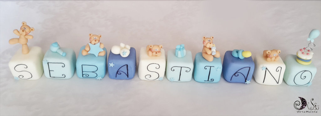 Cake topper cubi con orsetti in scala di blu Sebastiano - 10 cubi 10 lettere