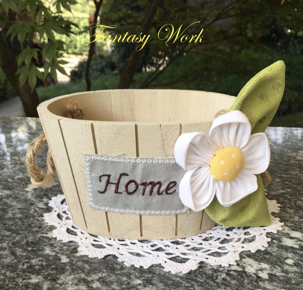Mastello di legno porta tutto con margherita e scritta for Scritta home in legno