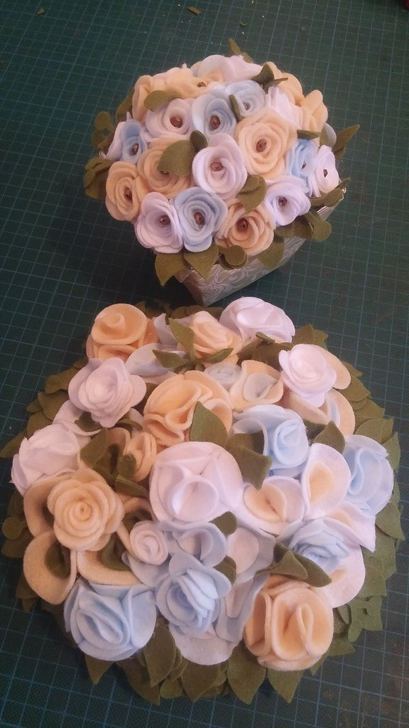 Inserizione personalizzata - fiori di pannolenci