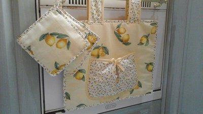 Copri forno e presine in giallo