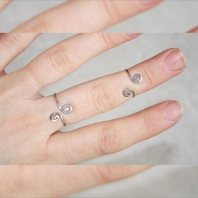 A spirale d'argento Midi, anelli a snodo minimale