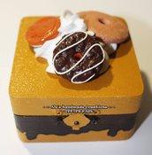 Scatolina portatutto in legno con Fimo e Silicone.