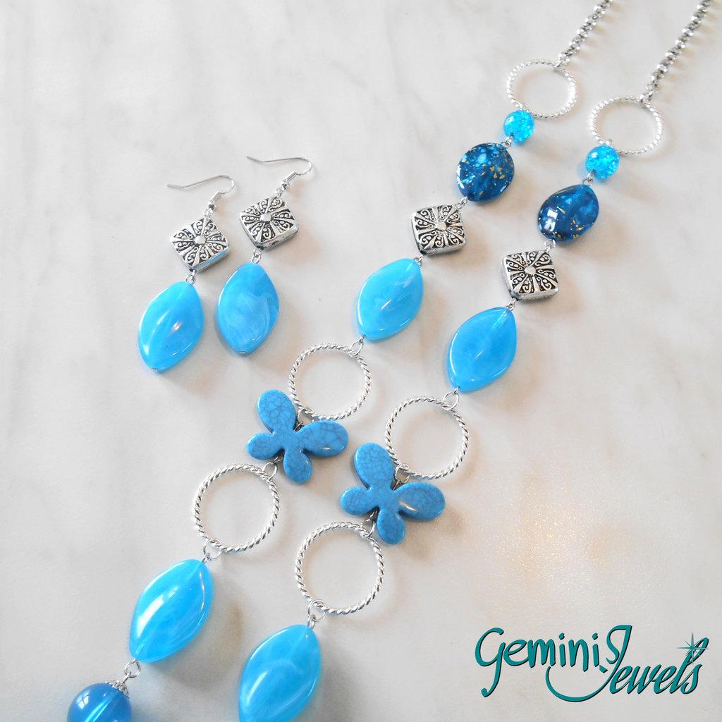 Collana lunga con pietre in resina azzurre
