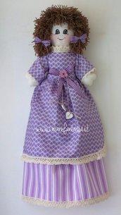 portasacchetti a forma di bambola per la cucina