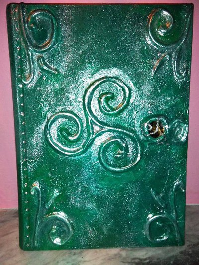 GREEN TRISKELL MAGICBOOK