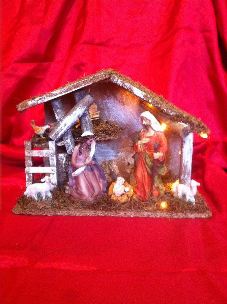 Capanna artigianale con sacra famiglia e luci a led a batteria art 2797