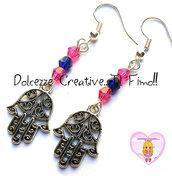 Orecchini Mano di Fatima Con perle blu e rosa - handmade