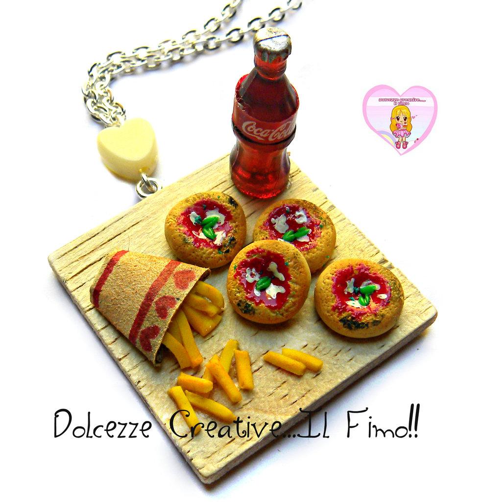 Collana Vassoio con Cola, patatine fritte e pizzette napoletane con pomodoro e formaggio