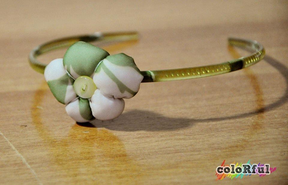 Cerchietto verde con fiore