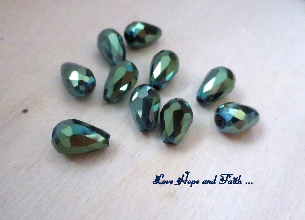 """LOTTO 10 perle teardrop """"green metallic"""" (8x12mm)"""