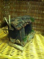 Casetta mangiatoia per uccellini in legno e corteccia art. 3279