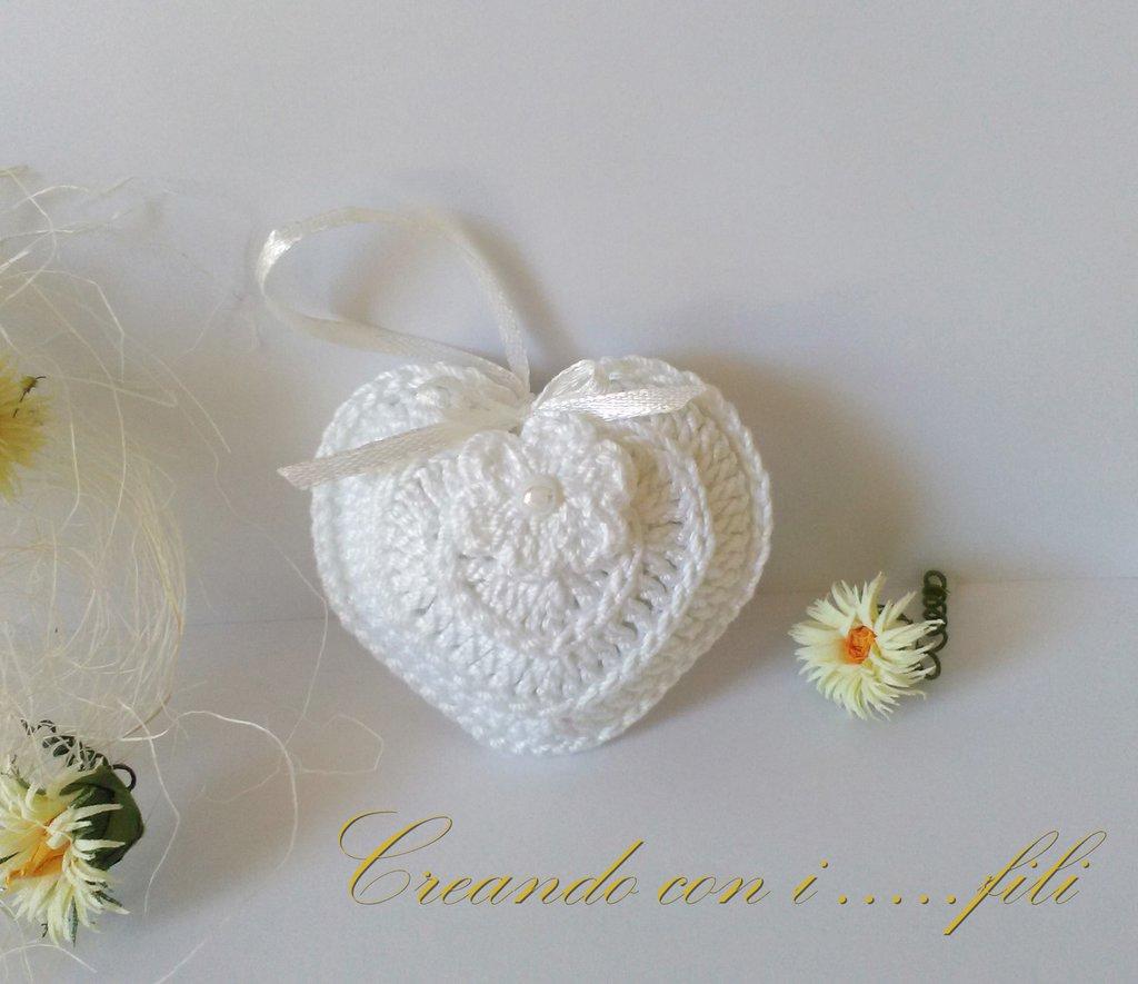 Cuore bianco lavorato a uncinetto bomboniera segnaposto idea regalo