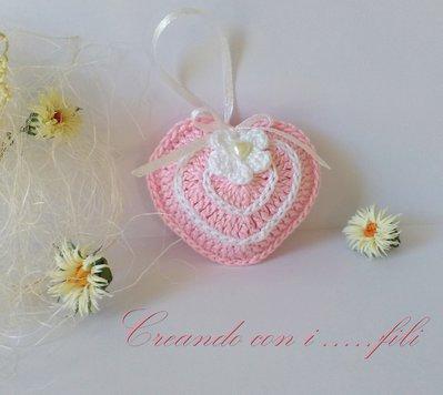 Cuore rosa lavorato a uncinetto bomboniera segnaposto idea regalo