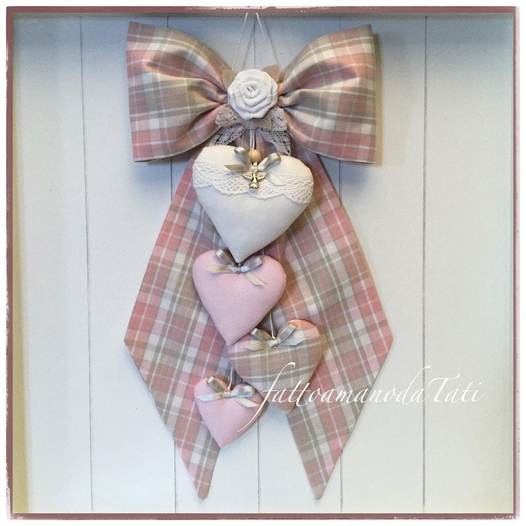 Fiocco nascita in cotone scozzese rosa e beige con rosellina di lino bianco e 4 cuori imbottiti