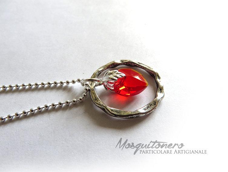 Collana da donna con cuore rosso in vetro sfaccettato  e metallo color argento