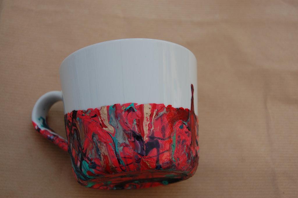 Tazza dipinta con smalto