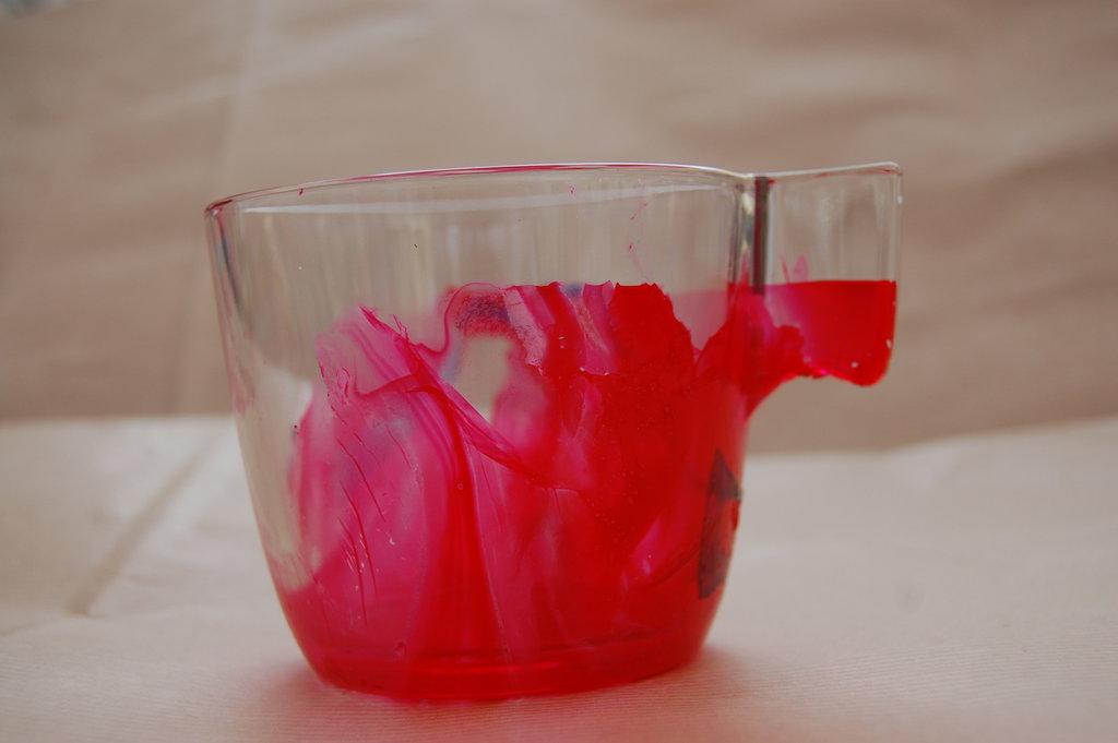 Bicchiere decorato con smalto