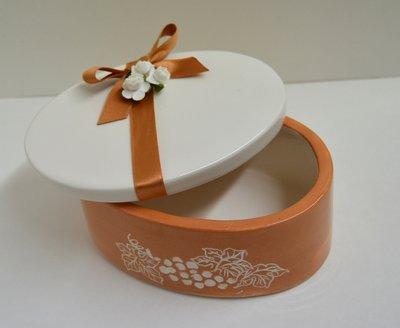 Contenitore Ovale per confetti in ceramica. Prodotto artigianale. Dim. 14 x 7,5 cm. ca.