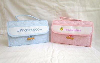 "Beauty case ""rosa o celeste"" pois bianchi e orsetti+nome punto croce"
