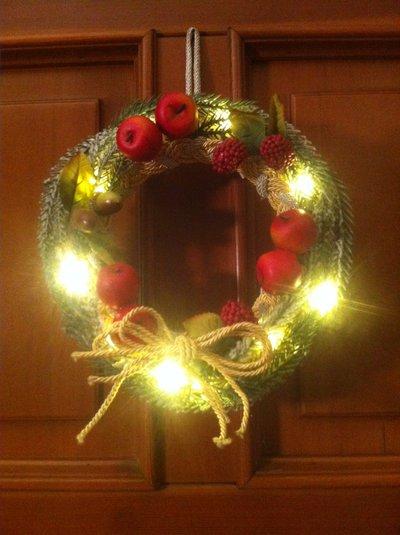 Ghirlanda natalizia nature lavorazione artigianale con luci a led bianco 2627