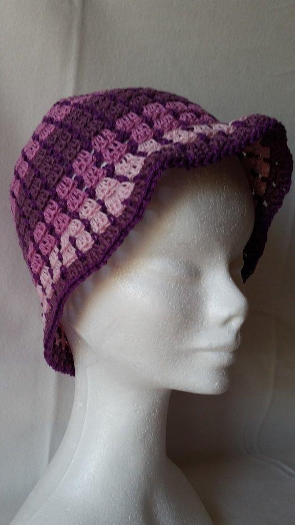Cappellino in cotone sui toni del rosa/violetto