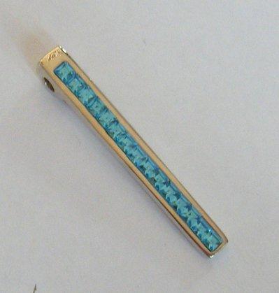 ciondolo in metallo colore argento e strass , azzurro