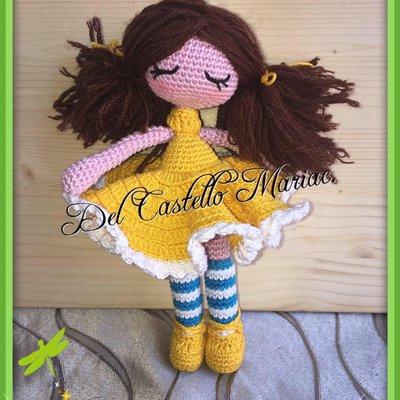 Schema uncinetto: Bambola vestita in giallo