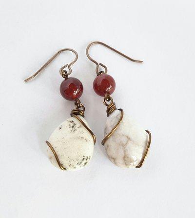 Orecchini pendenti in ottone con pietre dure