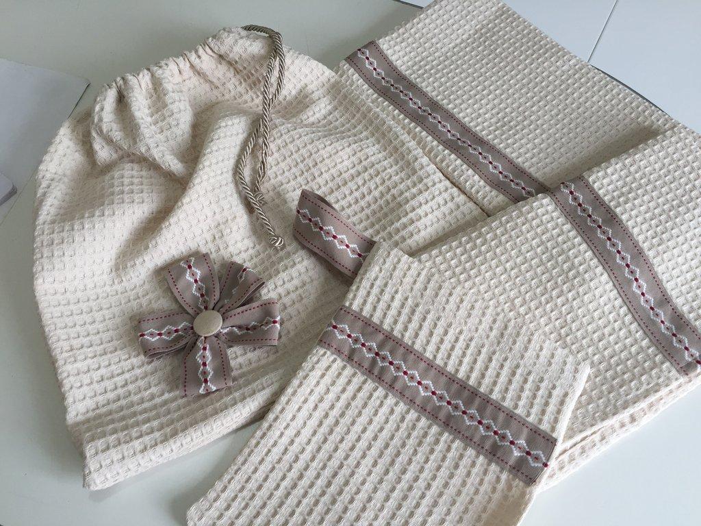 Set asciugamani con sacchetto coordinato