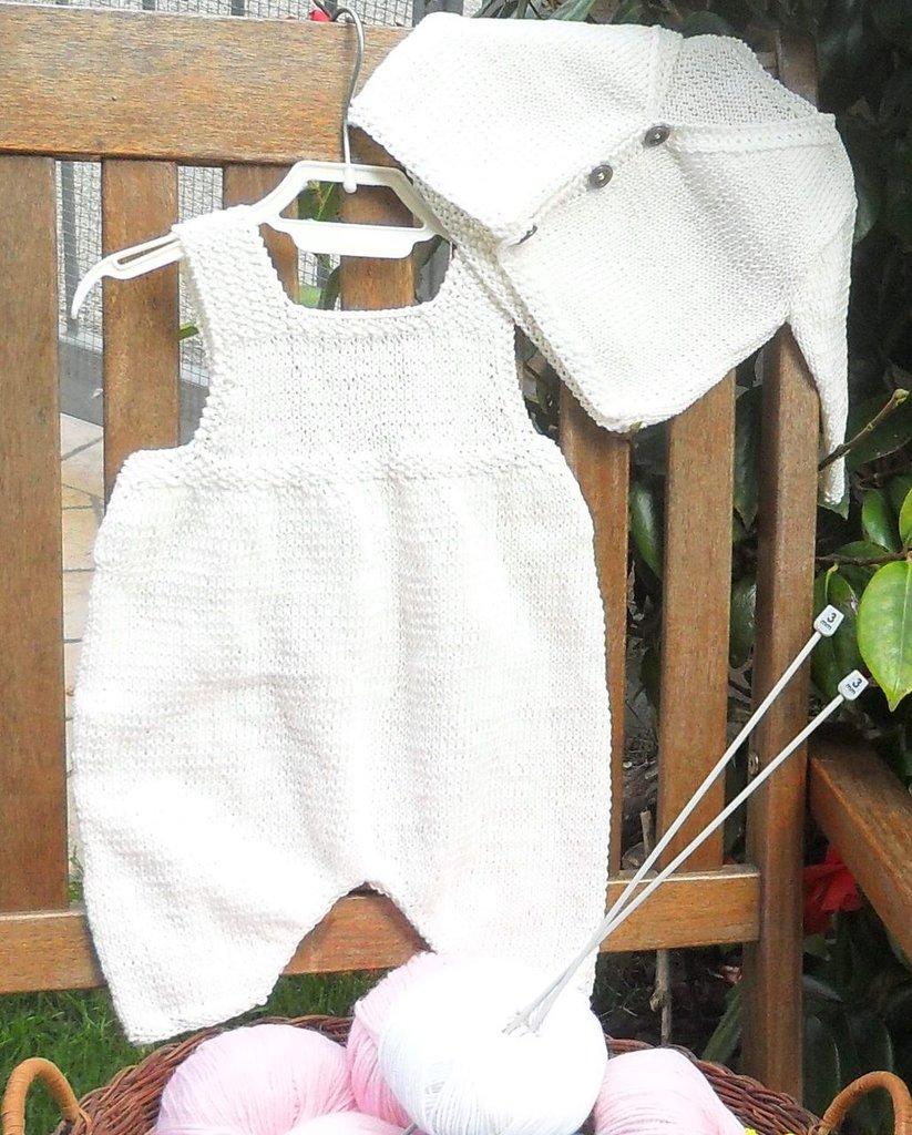 Completo 100% cotone bianco salopette e cardigan