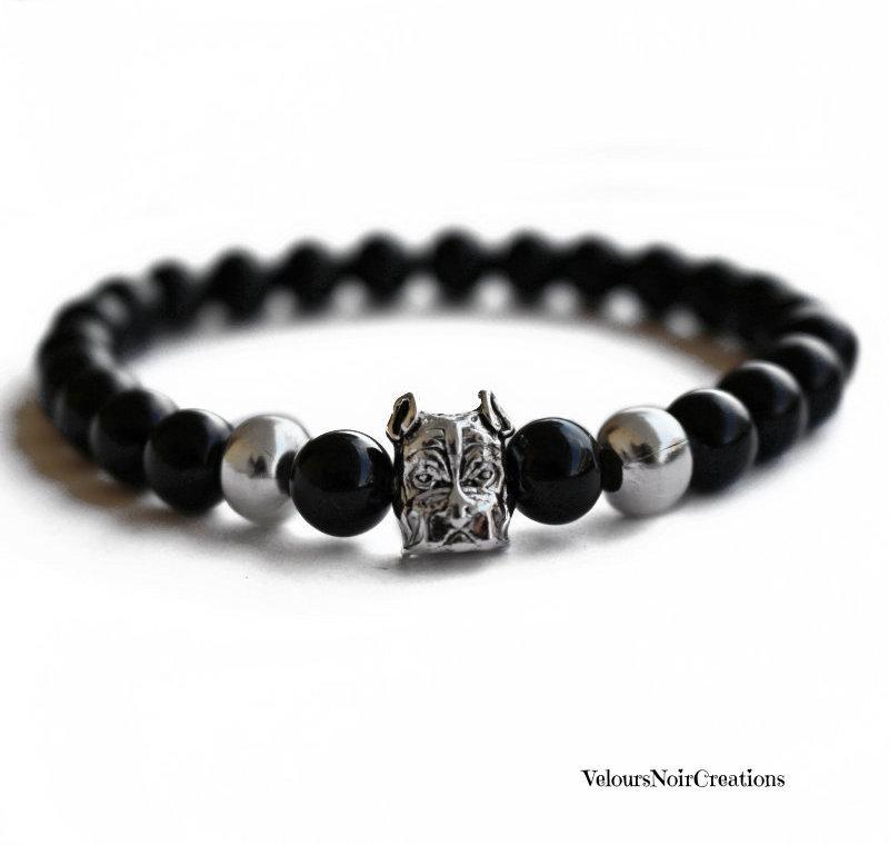 Bracciale elastico uomo cane bulldog e perle nere in vetro