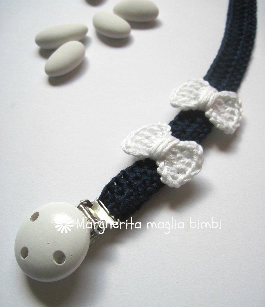 Portaciuccio blu scuro/fiocchi bianchi in cotone fatto a mano all'uncinetto