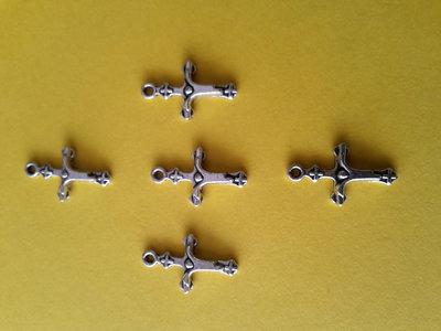 5 charms ciondoli 'Croce cristo vestito' argento tibetano