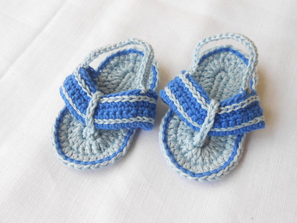 Sandali infradito da bambino in cotone azzurro celeste, idea regalo.