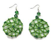 Orecchini con perle bugle, rocailles verde scuro e cipollotti