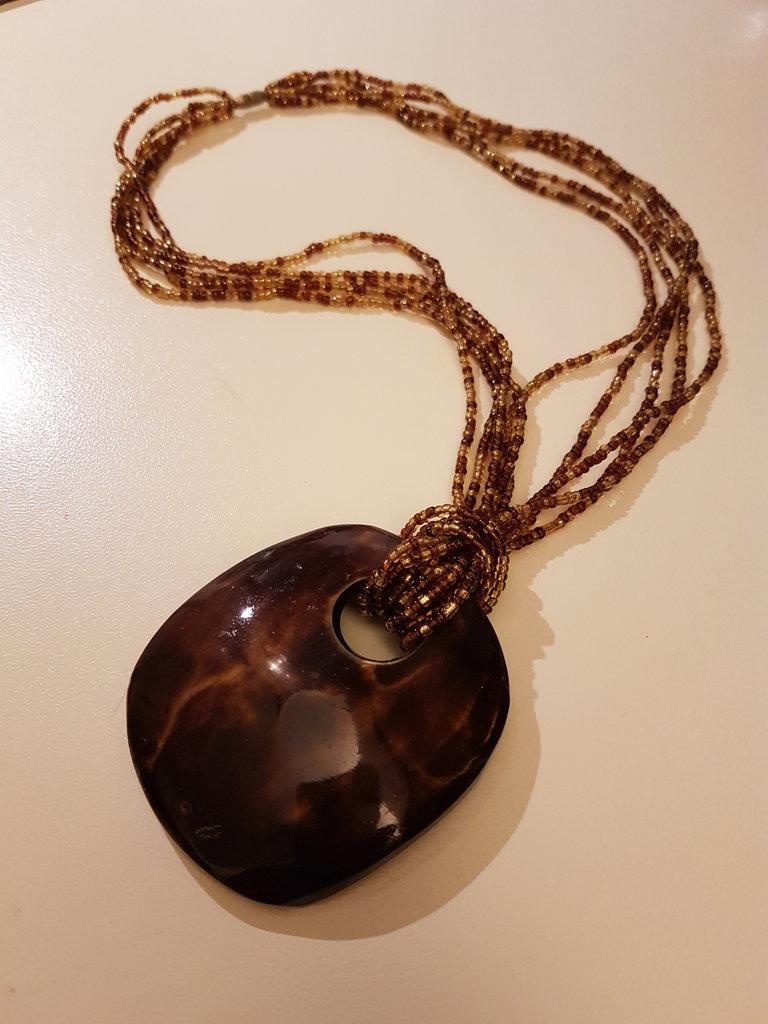 Collana perline e pendente cocco smaltato