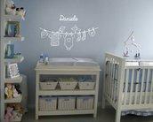 Adesivo murale Baby filo di panni personalizzabile con nome