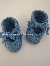 Scarpine neonata /neonato  in blu realizzate a mano maglia