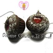 Orecchini Cupcake al cioccolato con cuore di marmellata di fragole - handmade kawaii