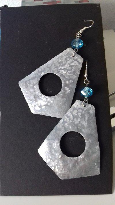 Orecchini in alluminio e perla in vetro